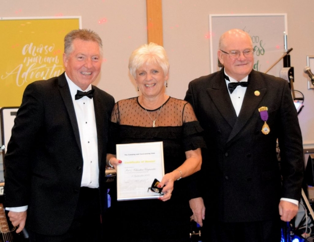 Club Vice-Chairman Mr Phil Henson presents the Certificate of Honour to Pat and Christine Carpenter at the Southern Region Dinner Dance 2018